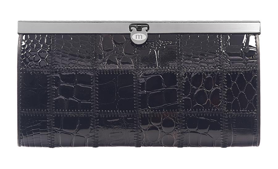 Кошелек женский Malgrado, цвет: черный. 73003A-239ABM8434-58AEЭлегантный кошелек Malgrado изготовлен из высококачественной натуральной кожи с декоративным фактурным тиснением, оформлен металлической фурнитурой.Изделие содержит одно отделение, закрывающееся на замок-защелку. Внутри расположены: четыре отделения для купюр, карман для мелочи на застежке-молнии, два кармана для мелких документов, четыре кармашка для визиток и кредитных карт, два кармашка с прозрачными вставками. Изделие упаковано в фирменную металлическую коробку.Стильный кошелек не оставит равнодушной ни одну представительницу прекрасной половины человечества.