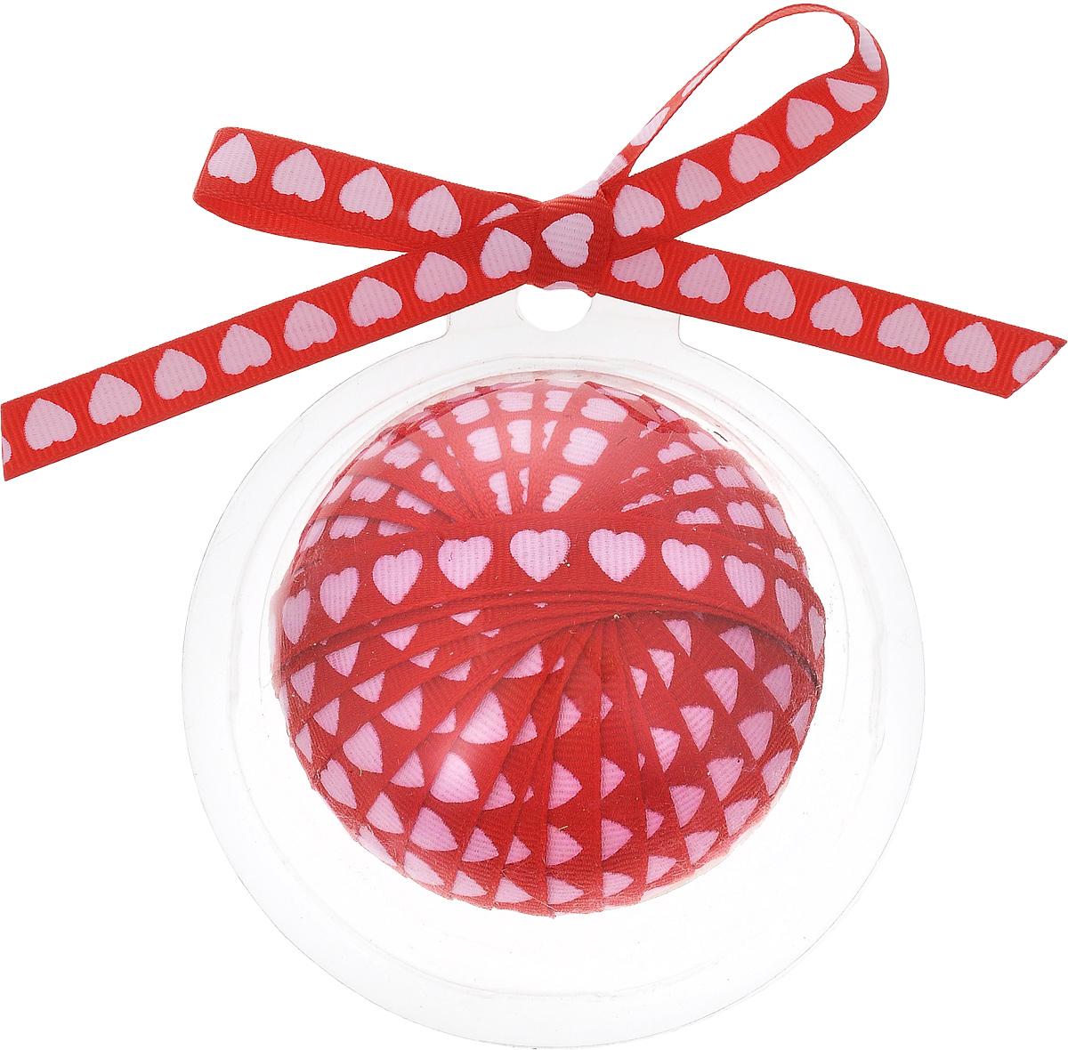 Лента новогодняя Winter Wings, цвет: красный, светло-розовый, 1 см х 3 мKT002AДекоративная лента Winter Wings выполнена из полиэстера. Она предназначена для оформления подарочных коробок, пакетов. Кроме того, декоративная лента с успехом применяется для художественного оформления витрин, праздничного оформления помещений, изготовления искусственных цветов. Декоративная лента украсит интерьер вашего дома к праздникам.Ширина ленты: 1 см.