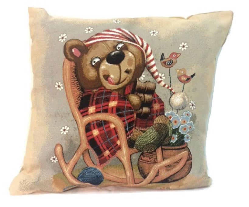 Подушка декоративная Рапира Баловни. Медвежонок в кресле, 45 х 45 см4784Декоративная подушка с наполнителем холлофайбер со съёмным чехлом на молнии, выполненным из жаккарда, - это яркий штрих в интерьере комнаты. Лицевая сторона - гобелен (жаккардовое ткачество), оборотная сторона - однотонная ткань типа плюш.
