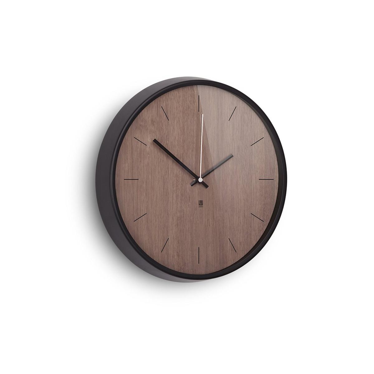 Настенные часы Umbra Madera, цвет: шоколадный118413-048Хоть и говорят, что счастливые часов не наблюдают, но все же иногда необходимо знать точное время. Не смотря на то, что на этих часах отсутствует разметка, вы запросто определите который час, а главное, станете еще чуточку счастливее - ведь такой элегантный дизайн не может не радовать! Сочетание классики и современности, шпона дерева цвета грецкого ореха и алюминиевой рамки - дизайн вне времени. Шикарно будет смотреться в офисе, в гостиной, в спальне - в любом интерьере.