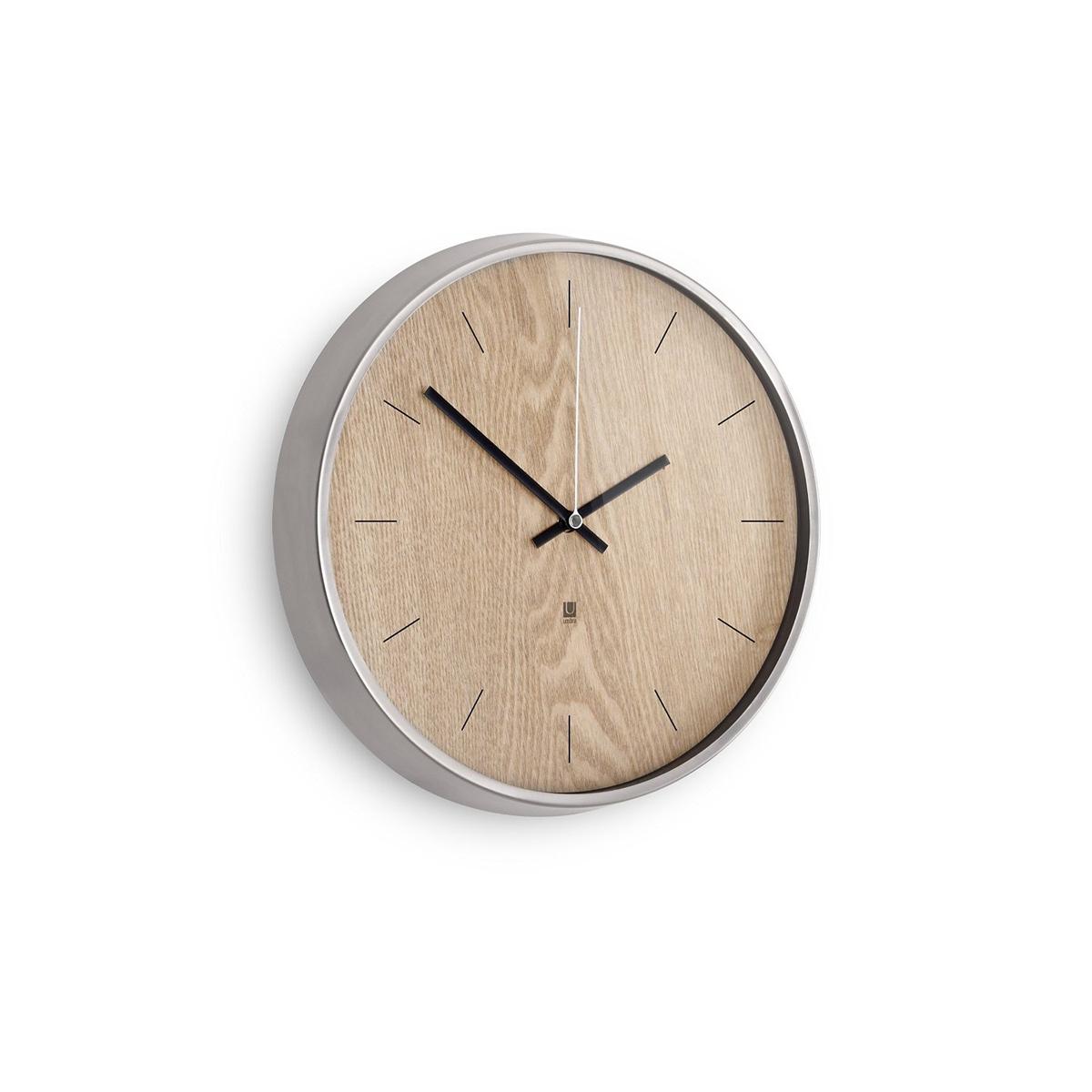 Настенные часы Umbra Madera, цвет: бежевый118413-392Хоть и говорят, что счастливые часов не наблюдают, но все же иногда необходимо знать точное время. Не смотря на то, что на этих часах отсутствует разметка, вы запросто определите который час, а главное, станете еще чуточку счастливее - ведь такой элегантный дизайн не может не радовать! Сочетание классики и современности, шпона дерева цвета грецкого ореха и алюминиевой рамки - дизайн вне времени. Шикарно будет смотреться в офисе, в гостиной, в спальне - в любом интерьере.