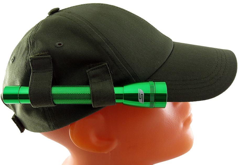 Фонарь-бейсболка Solaris F-5 OG, цвет: зеленый, оливковыйS3206Фонарь-бейсболка Solaris сочетает в себе достоинства дальнобойного налобного фонаря и удобной классической бейсболки. Можно применять в туристических походах, на рыбалке и охоте, при производстве ремонтных работ. Конструкция состоит из бейсболки с боковым креплением для компактного ручного фонаря Solaris F-5: - 2 эластичные петли-резинки и 2 тканевых хомута на липучках, поверх петель, надежно фиксируют фонарь. С помощью тканевых хомутов можно также регулировать направление светового луча по высоте. - Фонарь можно снять с бейсболки и пользоваться фонарем и бейсболкой раздельно. Фонарь снабжен современным светодиодом СREE XP-E R2 (США). Мощность светового потока 120 люмен, дальность эффективного излучения света 100 метров. Фонарь имеет 1 режим работы. Влагозащищенный - стандарт IPX6. Материал корпуса - высококачественный анодированный алюминий. Размеры/вес фонаря: 158мм х27мм; 60грамм (без батарей). Бейсболка имеет регулируемый размер...