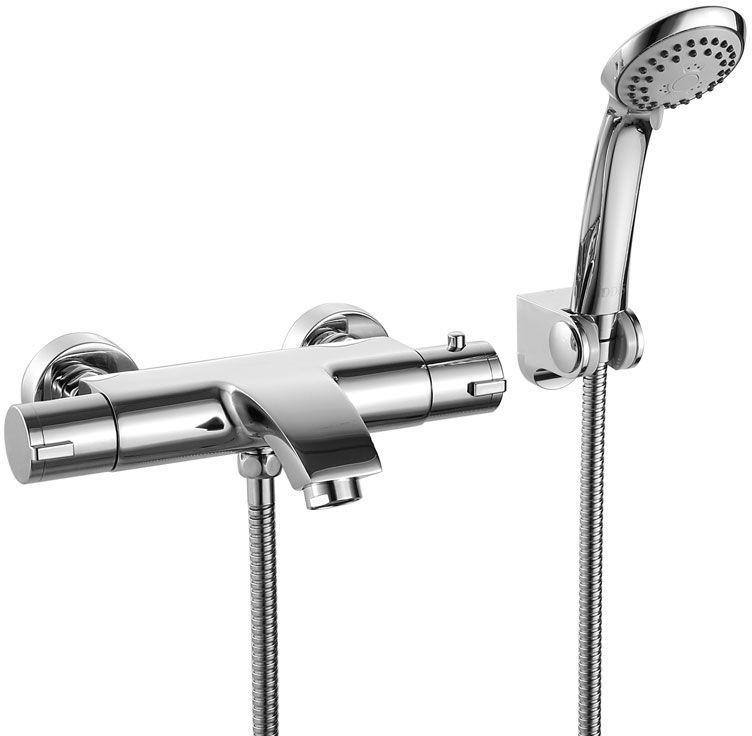 Смеситель для ванны Iddis Thermolife, с термостатом, цвет: хром. THESB00I74THESB00I74Смеситель с термостатом – современный продукт, привносящий максимум комфорта в привычную процедуру принятия душа. Он позволяет сэкономить время на настройке нужной температуры воды при каждом включении, при этом полностью защищает от ожогов и прочих неожиданностей, связанных с перепадами давления или температуры воды в сети. Смеситель с термостатом IDDIS поддерживает заданную температуру воды даже при перепадах ее давления, что делает процедуру принятия душа комфортной. Безопасный уровень температуры (не выше 38 градусов фиксируется благодаря ограничителю на ручке термостата; увеличение температуры возможно только после снятия фиксации. Сверхнадежный механизм керамического дивертора обеспечивает плавное и мягкое переключение с излива на душ, а также непревзойденную надежность при любом давлении воды. Смеситель изготовлен из высококачественной первичной латуни, прочной, безопасной и стойкой к коррозии. Инновационные технологии литья и обработки латуни, а также увеличенная...