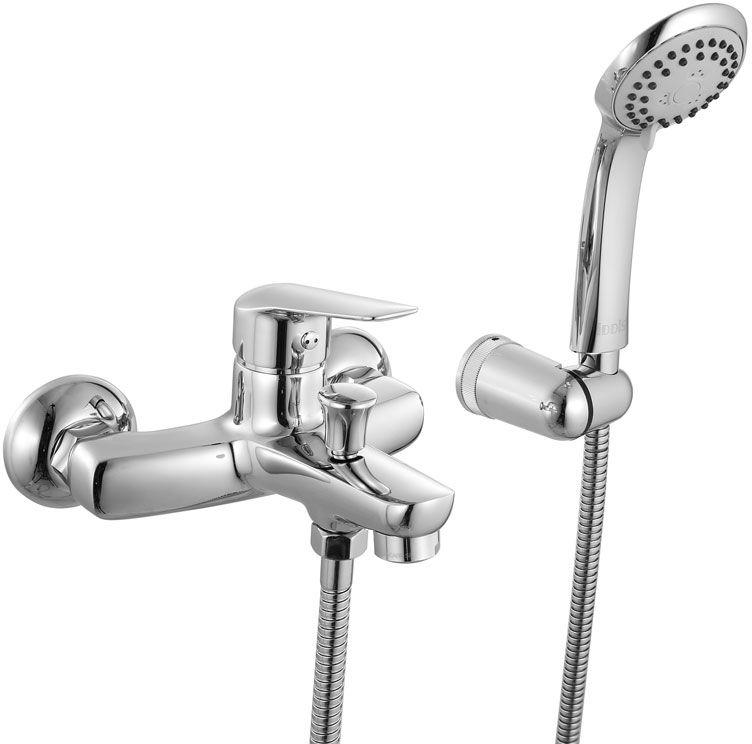 Смеситель для ванны Iddis Torr, цвет: хром. TORSB00i02TORSB00i02Смеситель для ванны IDDIS изготовлен из высококачественной первичной латуни, прочной, безопасной и стойкой к коррозии. Инновационные технологии литья и обработки латуни, а также увеличенная толщина стенок смесителя обеспечивают его стойкость к перепадам давления и температур. Увеличенное никель-хромовое покрытие полностью соответствует европейским стандартам качества, обеспечивает его стойкость и зеркальный блеск в течение всего срока службы изделия. Благодаря гладкой внутренней поверхности смесителя, рассекателям в водозапорных механизмах и аэратору он имеет минимальный уровень шума. Ручная фиксация дивертора позволяет комфортно принимать душ даже при низком давлении воды. Картридж Softap обеспечивает особую плавность хода ручки смесителя – для точной регулировки температуры и напора воды. Съемный пластиковый аэратор Neoperl гарантирует ровный и мягкий поток воды без брызг. Встроенный ограничитель потока оптимизирует расход воды без потери комфорта при...