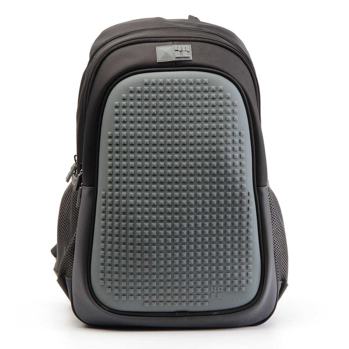 4ALL Рюкзак Case цвет черныйVS16-SB-001Рюкзак 4ALL - это одновременно яркий, функциональный школьный аксессуар и площадка длясамовыражения. Уникальные рюкзаки Case имеют гипоаллергенную силиконовую панель иразноцветные мозаичные биты, с помощью которых на рюкзаке можно создавать графическиешедевры хоть каждый день!Модель выполнена из полиэстера с водоотталкивающейпропиткой. Рюкзак имеет 2 отделения, снаружи расположены 2 боковых сетчатых кармана.Система Air Comfort System обеспечивает свободную циркуляцию воздухамежду задней стенкой рюкзака и спиной ребенка. Система Ergo System служит равномерномураспределению нагрузки на спину ребенка, сохранению правильной осанки. Она способна сделатьрюкзак, наполненный учебниками, легким.Ортопедическая спинка как корсет поддерживаетпозвоночник, правильно распределяя нагрузку. Простая и удобная конструкция спины и лямокпозволяет использовать рюкзак даже деткам от 3-х лет.Светоотражающие вставки отвечаютза безопасность ребенка в темное время суток.В комплекте 1 упаковка пикселей-битов 4-х цветов (200 штук) и инструкция для создания базовой картинки.