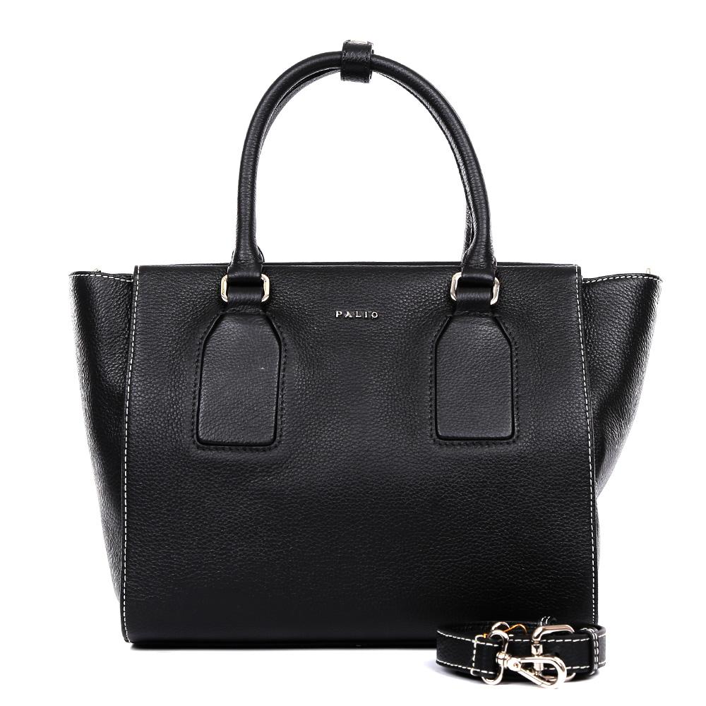 Сумка женская Palio, цвет: черный. 14892A14892A-018Изысканная сумка от итальянского бренда Palio выполнена из натуральной пористой кожи, которая держит форму и имеет невероятно мягкую и приятную на ощупь фактуру. Классический черный цвет, элегантные геометрические вставки и фурнитура в серебряном цвете придадут вашему образу нотки элегантности и делового шика, а также подчеркнут неповторимый стиль. Сумка имеет одно вместительное отделение, которое разделено на два отсека карманом на молнии. Внутри сумки вы с легкостью сможете расположить свой сотовый телефон и другие женские мелочи с помощью удобных и вместительных карманов. Модель не вмещает формат A4, в комплекте имеется наплечный ремень, с помощью которого аксессуар можно носить на плече.
