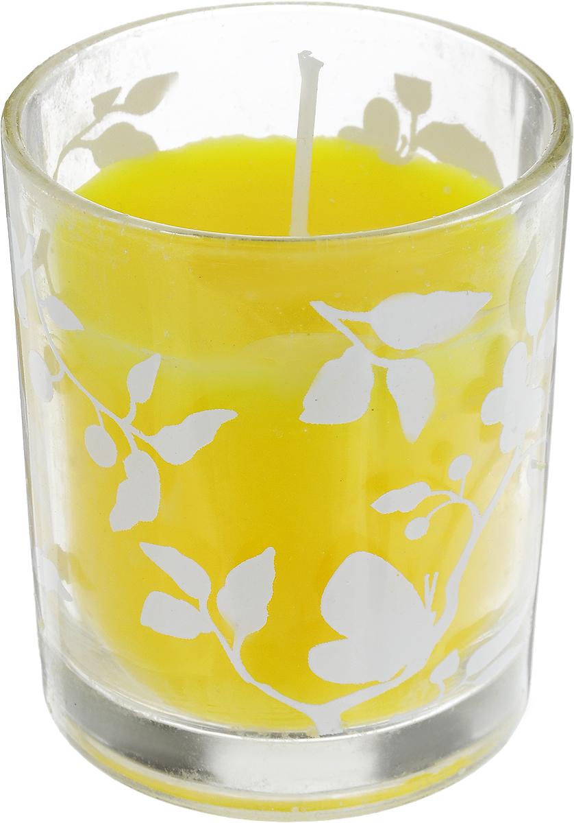 Свеча декоративная Lovemark, цвет: желтый, 6 х 6 х 7 смn8211-1216Декоративная свеча Lovemark, изготовленная из стеарина и парафина, помещена в подсвечник, выполненный из стекла и декорированный оригинальным рисунком. Такая свеча не только поможет дополнить интерьер вашей комнаты, но и станет отличным подарком.