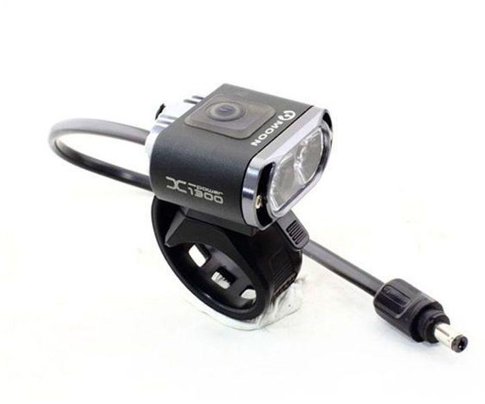 Фонарь передний Moon X-Power1300, 2 диода, 5 режимовWP_X-Power1300_WОсобенности 2 Cree XM-L (T6) LED светодиода CNC алюминиевый корпус 7 вариантов работы : Максимум / Высоко / Стандарт / Низко / Мигание / Стробоскоп / SOS Быстросъемное крепление (22-31.8mm ) Быстросъемное крепление на шлем Система охлаждения Индикатор разряда батареи Четкие оптические линзы BS-XP-S2 lithium ion батарея (7.4V 3300mAh) Индикатор заряда и полной зарядки аккумулятора Автоматическое включение/выключение (при подключении к USB или кабелю зарядки) USB выход Умная зарядка (100-240 volts) Размер:46 x 47 x 22 mm