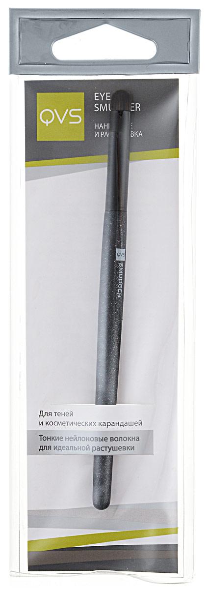 QVS Ретуширующий наконечник для макияжа глаз10-1099Кисть для растушевки поможет вам идеально нанести и растушевать карандаш или тени для век. Специальная скошенная форма тончайших нейлоновых волокон обеспечит точность и безупречность нанесения. Способ применения: После нанесения подводки, карандаша или теней аккуратно несколько раз проведите кистью, чтобы растушевать линию.