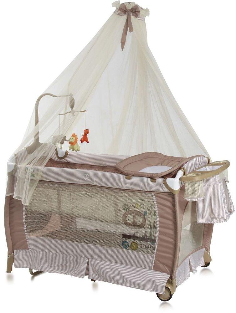 Lorelli Манеж-кроватка SleepNDream Rocker цвет бежевый3800151955665Универсальный дизайн и спокойная цветовая гамма позволит без труда вписать его в интерьер любой детской комнаты. Особенности: Два уровня высоты ложа – верхний для младенцев, нижний от 6 месяцев; Балдахин; Пеленатор; Функция качания; Боковой лаз, который застегивается на молнию; Небольшие колесики для перемещения по полу; Компактные размеры при складывании; Музыкальная карусель с игрушками; Подставка для аксессуаров и мелочей.