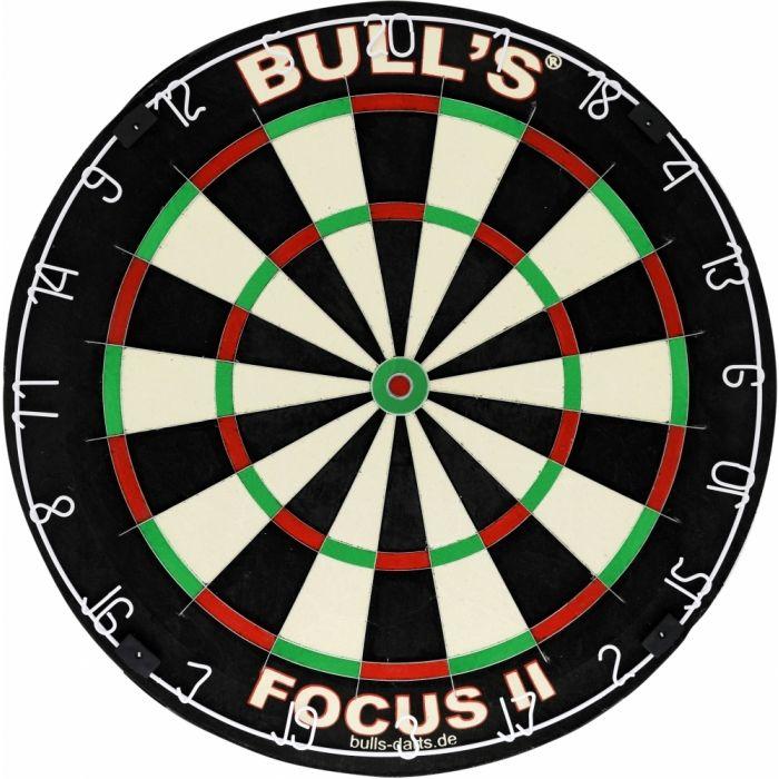 Мишень дартс Bulls Focus II Bristle Board. 6800668006Классическая профессиональная турнирная мишень. Свободная от крепежных скобок конструкция - тонкие разделительные пластины врезаны в поверхность мишени. Увеличенное секторное поле, особенно в зонах Удвоения, Утроения и Булла (центра мишени). Изготовлена из высококачественного сизаля. В комплекте - специальные крепежные элементы для подвешивания к стене.