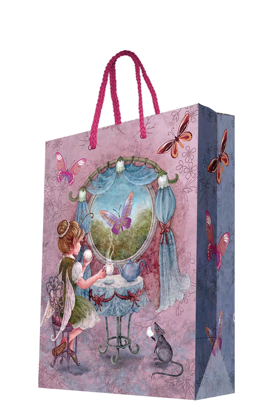 Пакет подарочный Magic Home Волшебное чаепитие, 26 х 32,4 х 12,7 см44196Подарочный пакет Magic Home, изготовленный из плотной бумаги, станет незаменимым дополнением к выбранному подарку. Дно изделия укреплено картоном, который позволяет сохранить форму пакета и исключает возможность деформации дна под тяжестью подарка. Пакет выполнен с глянцевой ламинацией, что придает ему прочность, а изображению - яркость и насыщенность цветов. Для удобной переноски имеются две ручки в виде шнурков. Подарок, преподнесенный в оригинальной упаковке, всегда будет самым эффектным и запоминающимся. Окружите близких людей вниманием и заботой, вручив презент в нарядном, праздничном оформлении. Плотность бумаги: 140 г/м2.