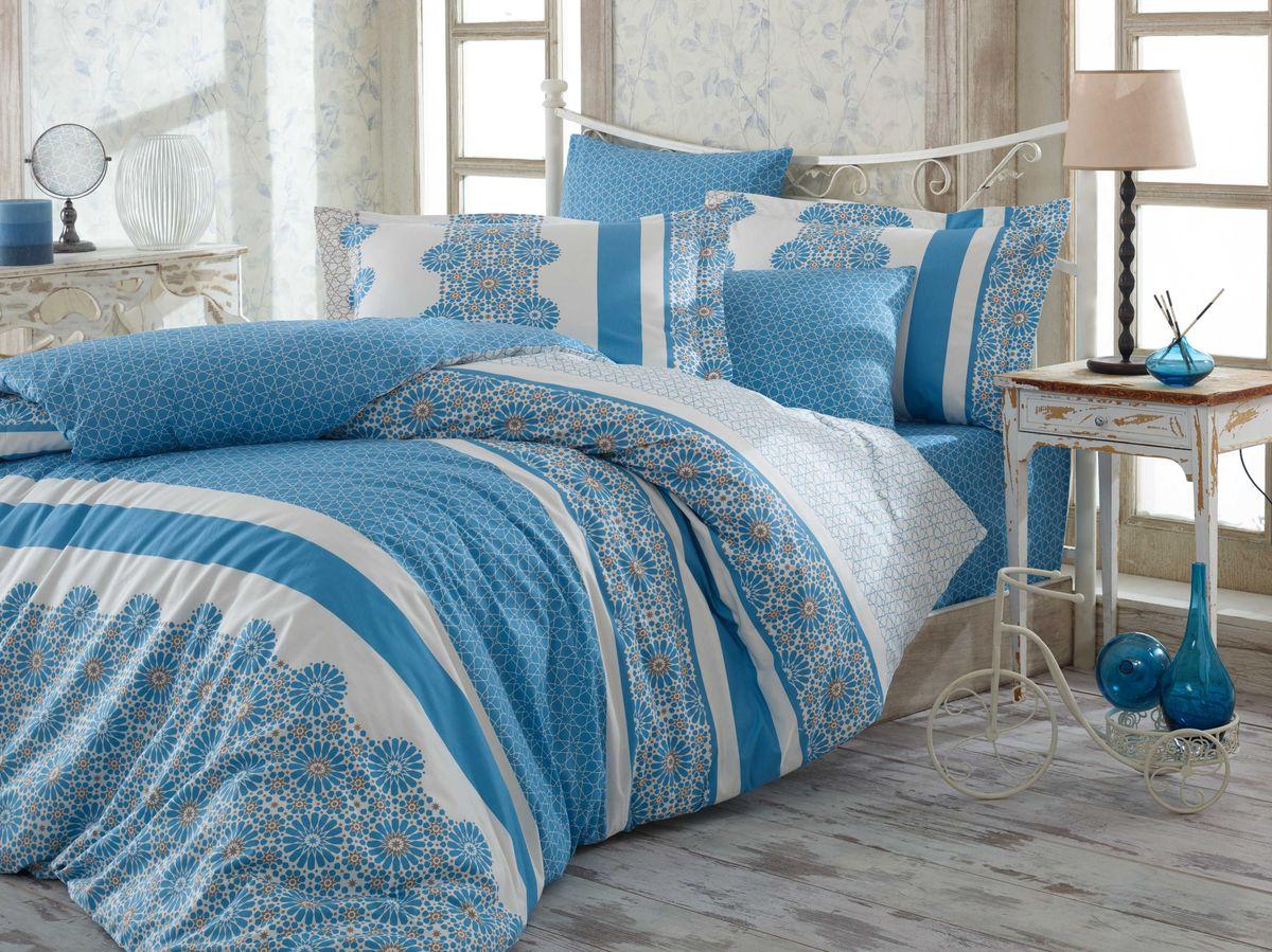 Комплект белья Hobby Home Collection Lisa, 2-спальный, наволочки 50х70, 70х70, цвет: синий1607000057Комплект постельного белья Hobby Home Collection изготовлен из высококачественного поплина. Поплин - это ткань, изготавливаемая традиционным полотняным плетением из 100% хлопка, но из нитей разного калибра, за счет чего полотно получается с легким рубчиковым рельефом. По многим характеристикам ткань похожа на бязь, но на ощупь гораздо приятнее — более гладкая и мягкая. Поплин обладает лучшими свойствами ткани для постельного белья. Он плотный и в то же время мягкий на ощупь, износостойкий, немнущийся, гигроскопичный и неприхотливый в уходе, а после стирки практически не нуждается в глажке. Поплин обладает множеством преимуществ: - белье из него плотное, прочное и износостойкое; - не выцветает и не сминается; - не линяет и не деформируется (при стирке до 40°С); - натуральный хлопок в составе обеспечивает абсолютную гигиеничность постельного белья; - поплин хорошо вентилируется и впитывает влагу, отводя ее излишки от тела. По легенде этот...
