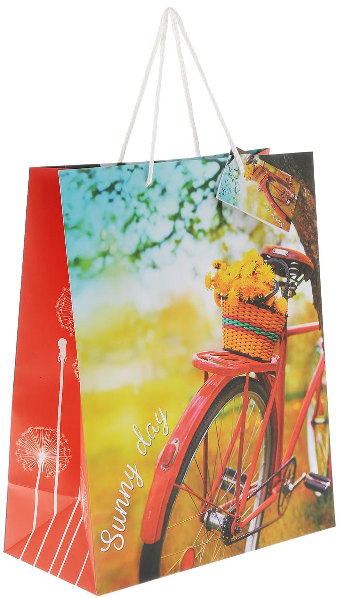 Пакет подарочный Magic Home Путешествуй!, цвет: желтый, красный, черный, 26 х 32,4 х 12,7 смKOC_GIR288LEDBALL_RПодарочный пакет Magic Home Путешествуй!, изготовленный из плотной бумаги, станет незаменимым дополнением к выбранному подарку. Для удобной переноски на пакете имеются две ручки из шнурков.Подарок, преподнесенный в оригинальной упаковке, всегда будет самым эффектным и запоминающимся. Окружите близких людей вниманием и заботой, вручив презент в нарядном, праздничном оформлении.