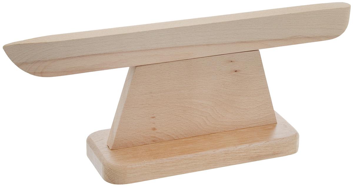 Колодка портновская, воротничковая, длинная. VO11610VO11610Воротничковая портновская колодка подходит для утюжки и отпаривания воротников, манжет и других мелких деталей одежды. Заостренный конец удобен для отпаривания угла изделия. Колодка выполнена из древесины разных пород (бук и дуб). Влажно-тепловая обработка имеет большое значение в улучшении качества швейных изделий и их внешнего вида. Даже кривую строчку в некоторых случаях можно исправить утюгом. Колодка облегчит утюжку в труднодоступных для утюга местах. Кроме того, твердое холодное дерево быстро впитывает пар и охлаждает ткань, способствуя закреплению формы.