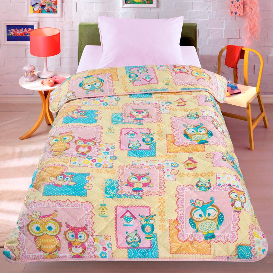 Покрывало-одеяло детское Letto Сова, облегченное, 140х200 смsova140Легкое оригинальное покрывало в чехле будет радовать вас и вашего малыша в течение всего года. Сидеть на таком покрывале будет приятно и комфортно - ведь оно выполнено из 100% хлопка. К тому же покрывало можно использовать и как одеяло на детскую кровать. Дизайн двусторонний. Наполнитель - силиконизированное волокно. Вашему ребенку не будет жарко под таким одеялом, а это значит он не будет раскрываться. Оно подлежит машинной стирке при температуре 30°C, строго на деликатном режиме.