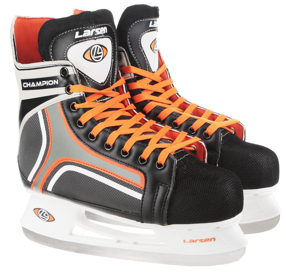 Коньки хоккейные мужские Larsen Champion, цвет: черный, белый, оранжевый. Размер 39ChampionСтильные коньки Champion от Larsen прекрасно подойдут для начинающих игроков в хоккей. Ботинок выполнен из морозоустойчивого поливинилхлорида. Мыс дополнен вставкой из полипропилена, покрытого сетчатым нейлоном, которая защитит ноги от ударов. Внутренний слой изготовлен из мягкого текстиля, который обеспечит тепло и комфорт во время катания, язычок - из войлока. Плотная шнуровка надежно фиксирует модель на ноге. Голеностоп имеет удобный суппорт. Стелька из EVA с текстильной поверхностью обеспечит комфортное катание. Стойка выполнена из ударопрочного полипропилена. Лезвие из нержавеющей стали обеспечит превосходное скольжение. В комплект входят пластиковые чехлы для лезвий. Температура использования до -20°С.