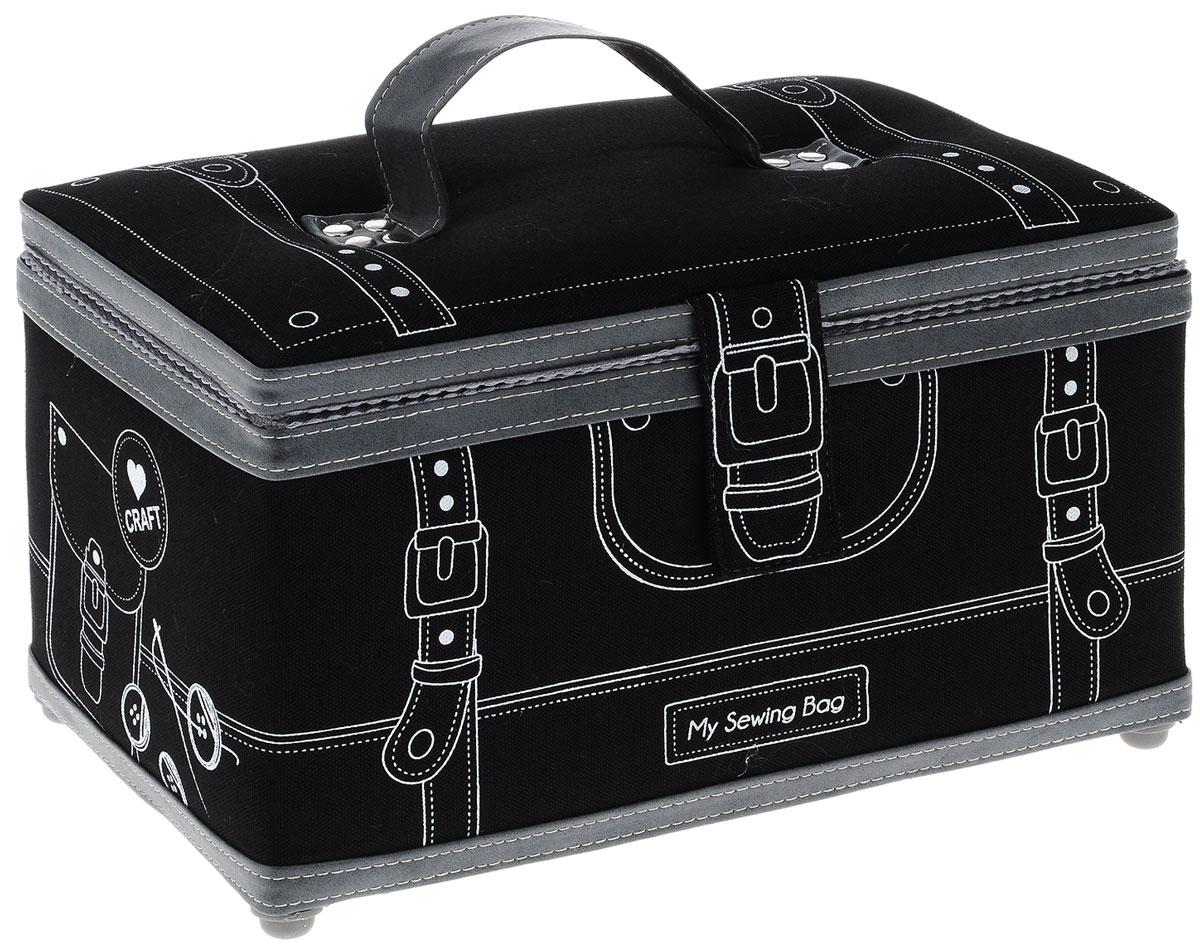 Шкатулка для рукоделия Grace & Glamour Ателье-2 , цвет: черный, 17 х 28,5 х 17 смFS-91909Шкатулка ручной работы Grace & Glamour Ателье-2 идеальна для хранения различных швейных принадлежностей и аксессуаров для рукоделия. Шкатулка имеет прочный каркас из МДФ. Внешняя поверхность отделана тканью, декорированной контурным рисунком, и дополнена элементами из искусственной кожи. Прослойка из синтепона делает шкатулку мягкой и объемной. Крышка закрывается на магнитную кнопку с помощью хлястика. Внутренняя поверхность шкатулки отделана атласным текстилем. Внутри содержится кармашек на резинке и игольница с двумя булавками. Съемный пластиковый лоток имеет 4 секции для ниток, бусин, иголок и других мелочей. Для удобства переноски шкатулка снабжена ручкой. Шкатулка для рукоделия Grace & Glamour Ателье-2 поможет хранить все аксессуары для рукоделия в одном месте, и теперь они никогда не потеряются. Такая шкатулка будет предметом гордости своей обладательницы. Замечательный подарок к любому случаю.