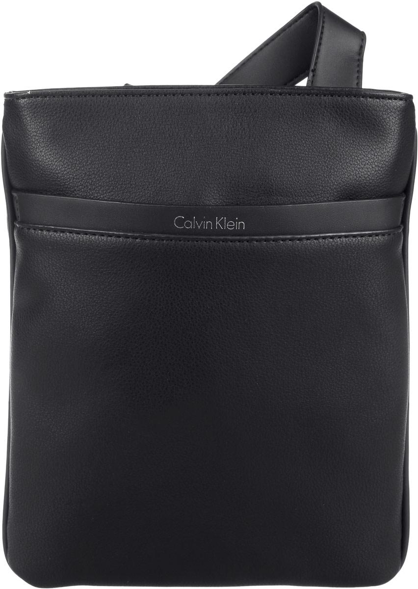 Сумка мужская Calvin Klein Jeans, цвет: черный. K50K502272_0010K50K502272_0010Стильная мужская сумка Calvin Klein Jeans выполнена из полиуретана. Изделие имеет одно отделение, которое закрывается на застежку-молнию. Внутри находится нашивной вместительный карман. Снаружи, на передней стенке расположен нашивной открытый карман. Сумка оснащена плечевым ремнем, который регулируется по длине. Стильная сумка идеально подчеркнет ваш неповторимый стиль.