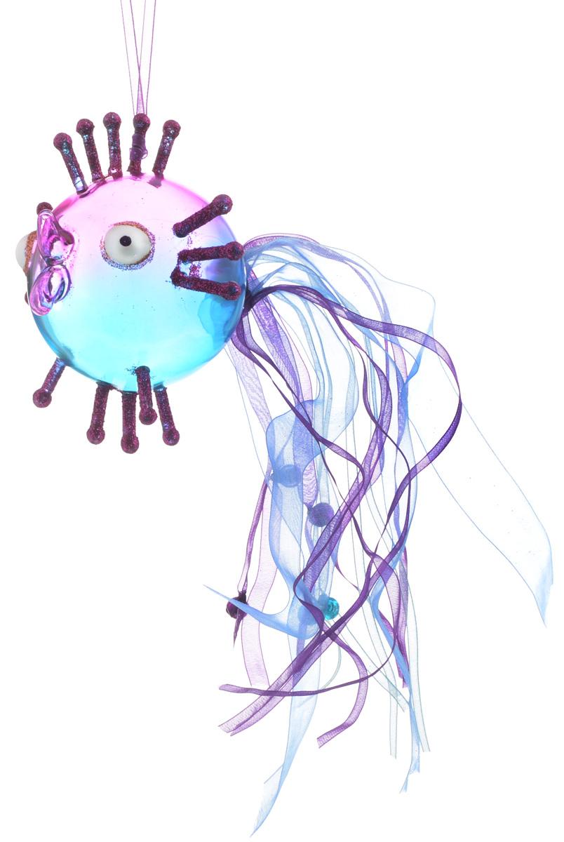 Украшение новогоднее подвесное Winter Wings Волшебная рыбка, цвет: синий, розовый, 10 х 10 х 10 смN07524_синий, розовыйНовогоднее подвесное украшение Winter Wings Волшебная рыбка выполнено из стекла в виде фигуры рыбы и украшено блестками. Изделие можно повесить в любом понравившемся вам месте. Но, конечно, удачнее всего оно будет смотреться на праздничной елке. Елочная игрушка - символ Нового года. Она несет в себе волшебство и красоту праздника. Создайте в своем доме атмосферу веселья и радости, украшая новогоднюю елку нарядными игрушками, которые будут из года в год накапливать теплоту воспоминаний.