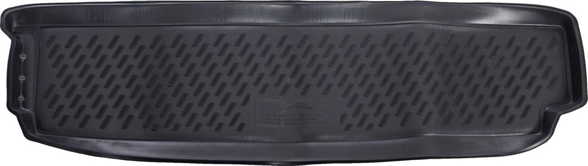Коврик автомобильный Novline-Autofamily для Chevrolet Orlando минивэн 2011-, в багажникCA-3505Автомобильный коврик Novline-Autofamily, изготовленный из полиуретана, позволит вам без особых усилий содержать в чистоте багажный отсек вашего авто и при этом перевозить в нем абсолютно любые грузы. Этот модельный коврик идеально подойдет по размерам багажнику вашего автомобиля. Такой автомобильный коврик гарантированно защитит багажник от грязи, мусора и пыли, которые постоянно скапливаются в этом отсеке. А кроме того, поддон не пропускает влагу. Все это надолго убережет важную часть кузова от износа. Коврик в багажнике сильно упростит для вас уборку. Согласитесь, гораздо проще достать и почистить один коврик, нежели весь багажный отсек. Тем более, что поддон достаточно просто вынимается и вставляется обратно. Мыть коврик для багажника из полиуретана можно любыми чистящими средствами или просто водой. При этом много времени у вас уборка не отнимет, ведь полиуретан устойчив к загрязнениям.Если вам приходится перевозить в багажнике тяжелые грузы, за сохранность коврика можете не беспокоиться. Он сделан из прочного материала, который не деформируется при механических нагрузках и устойчив даже к экстремальным температурам. А кроме того, коврик для багажника надежно фиксируется и не сдвигается во время поездки, что является дополнительной гарантией сохранности вашего багажа.Коврик имеет форму и размеры, соответствующие модели данного автомобиля.