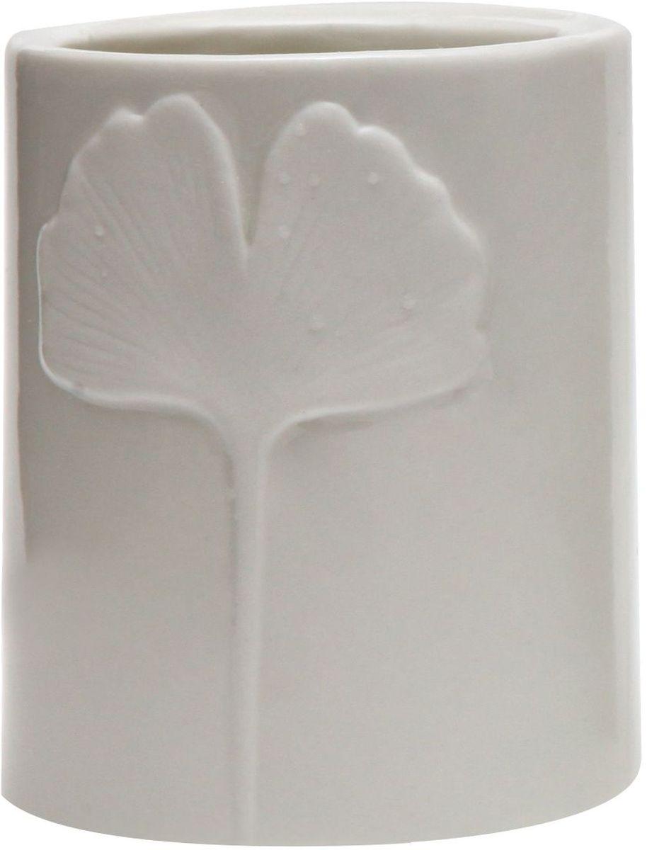 Стакан Proffi Home Лепесток, цвет: белый. PH6503PH6503Стакан для ванной комнаты - это практичный аксессуар, помогающий навести порядок и организовать хранение разных принадлежностей в ванной комнате. В нем удобно хранить зубные щетки, тюбики с зубной пастой и другие мелочи. Керамика, из которой сделан стакан, выгодно отличается от других материалов в первую очередь натуральностью и благородным внешним видом. Этот материал устойчив к перепадам температур, повышенной влажности и бытовым химическим средствам. Благодаря оригинальному дизайну такой аксессуар отлично впишется в любой интерьер ванной комнаты и станет ее украшением. Материал: керамика. Цвет: белый. Страна-изготовитель: Китай. Размеры: 8.5x8.5x10.5 см
