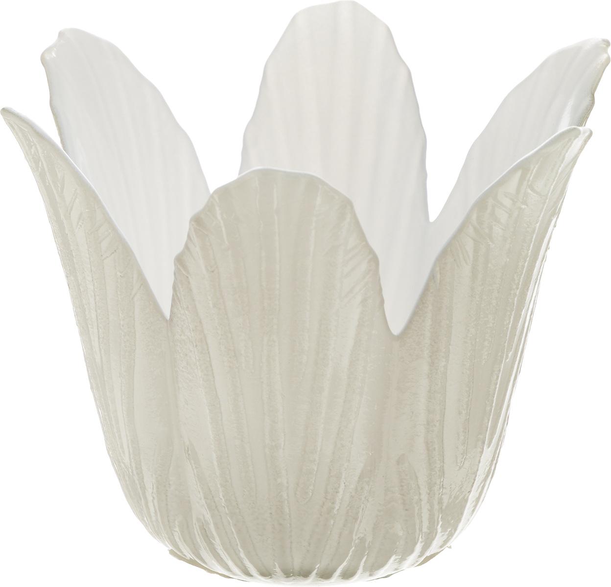 Подсвечник декоративный House & Holder, цвет: белый, серый, высота 7,5 смDP-C32-12HG15622A-22_белый, серыйДекоративный подсвечник House & Holder изготовлен из керамики в виде кувшинки. Свеча вставляется внутрь цветка. Такой подсвечник будет потрясающе смотреться в интерьере комнаты и станет прекрасным сувениром к любому случаю.