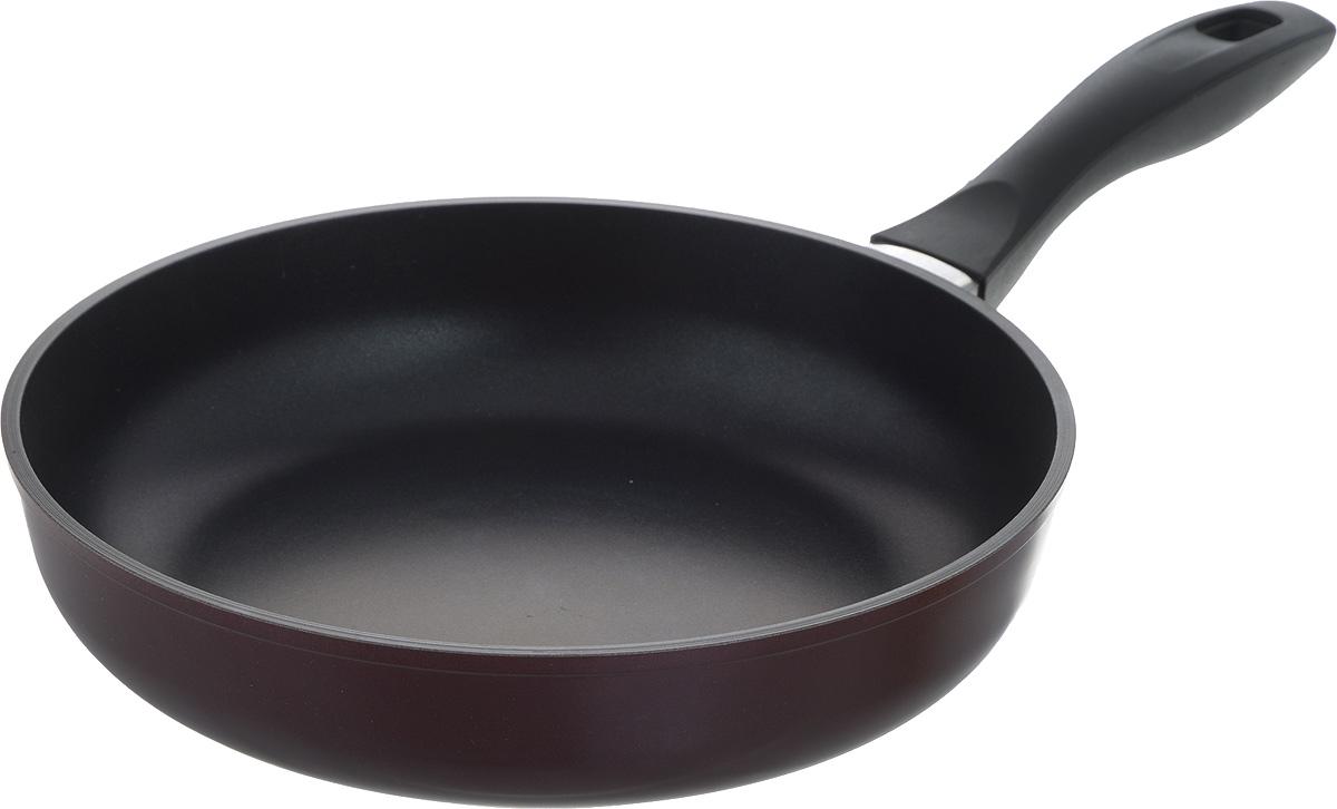 Сковорода Биол Атлас, с антипригарным покрытием, цвет: бордовый, черный. Диаметр 26 см. 2613П94672Сковорода Биол Атлас изготовлена из пищевого алюминиевого сплава с антипригарным эко-покрытием Greblon. Утолщенное дно такой посуды быстро и равномерно распределяет тепло. Сковорода имеет сверхпрочный корпус, устойчива к появлению царапин, благодаря верхнему слою с усиленными керамическими частицами. При нагревании не выделяет токсичного вещества PFOA. Ручка эргономичной формы выполнена из бакелита. Подходит для газовой, электрической и стеклокерамической плиты. Не подходит для индукционной. Можно мыть в посудомоечной машине. Диаметр (по верхнему краю): 26 см. Высота стенки: 6 см. Длина ручки: 18,5 см.