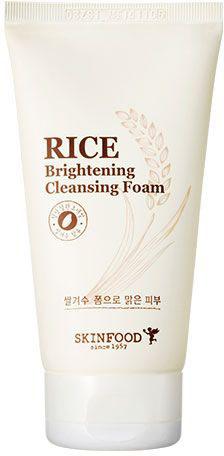 Skinfood Rice Рисовая пенка, придающая сияние коже, 150 млУТ-00000302Рисовая пенка обеспечивает эффективное удаление макияжа, загрязнений и кожного жира, не пересушивая кожу, придает коже сияние, повышает эластичность и упругость, оказывает легкое осветляющее действие. Содержит: экстракты риса, алоэ, черники, чечевицы, семян киноа, йогурта и меда. Особенно рекомендуется для тусклой и усталой кожи.
