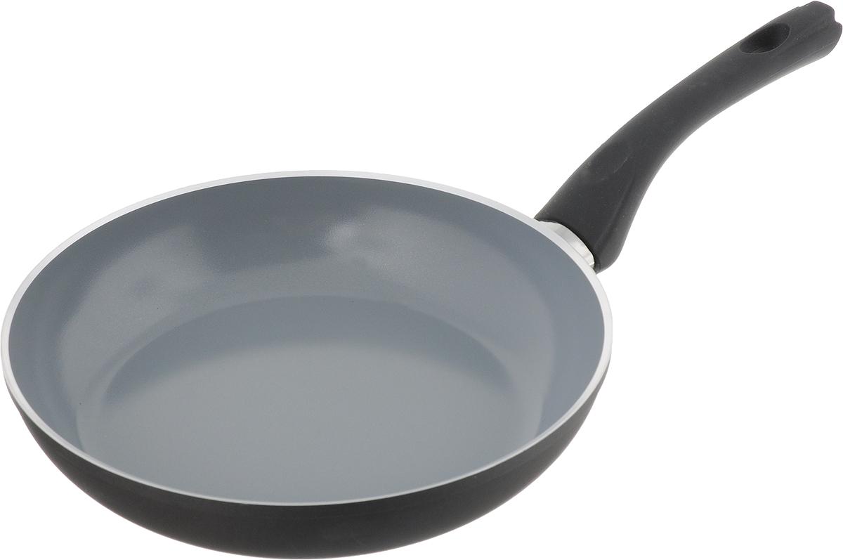 Сковорода Vitesse Black-and-White, с керамическим покрытием, цвет: черный, серый. Диаметр 24 смVS-2903_черный, серыйСковорода Vitesse Black-and-White изготовлена из высококачественного алюминия с внутренним керамическим покрытием премиум-класса Eco-Cera. Благодаря керамическому покрытию пища не пригорает и не прилипает к поверхности сковороды, что позволяет готовить с минимальным количеством масла. Кроме того, такое покрытие абсолютно безопасно для здоровья человека, так как не содержит вредной примеси PFOA. Покрытие стойко к высоким температурам (до 450°С), устойчиво к царапинам. С внешней стороны сковорода имеет элегантное матовое термостойкое покрытие черного цвета. Дно сковороды снабжено антидеформационным индукционным диском. Сковорода быстро разогревается, распределяя тепло по всей поверхности, что позволяет готовить в энергосберегающем режиме, значительно сокращая время, проведенное у плиты. Сковорода оснащена прочной ненагревающейся бакелитовой ручкой с покрытием Soft-Touch. Сковорода пригодна для использования на всех типах ...