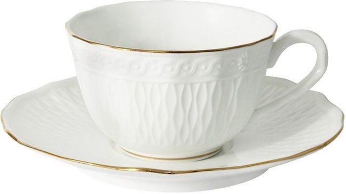 Чайная пара Colombo БьянкаC2-CS-K4815ALЧайная пара Carmani Colombo Бьянка состоит из чашки и блюдца, выполненных из высококачественного костяного фарфора. Изделия легкие, белоснежные и прочные. Нанесение сверкающей глазури, не содержащей свинца, придает посуде превосходный блеск и особую прочность. Изделия оформлены изысканным рельефом и дополнены золотистой эмалью. Такой набор оригинально дополнит сервировку стола к чаепитию и станет практичным приобретением для кухни. Высокое качество изделий Colombo достигается благодаря использованию новейших технологий при изготовлении посуды, а также строгому контролю на всех этапах производственного процесса на фабрике. Рекомендуется мыть в теплой воде с применением мягких моющих средств.