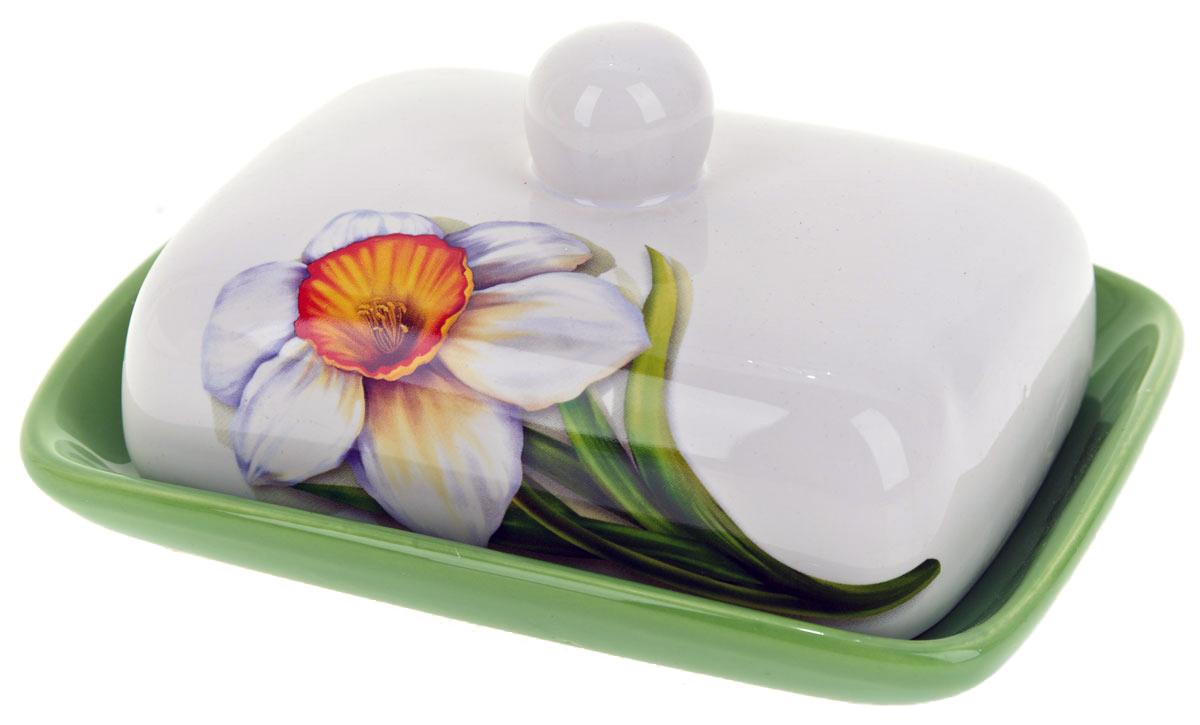 Масленка ENS Group Нарцисс. L2520294L2520294Масленка Нарцисс, изготовленная из керамики, предназначена для красивой сервировки и хранения масла. Она состоит из крышки с удобной ручкой и подноса. Масло в ней долго остается свежим, а при хранении в холодильнике не впитывает посторонние запахи. Гладкая поверхность обеспечивает легкую чистку. Можно мыть в посудомоечной машине.