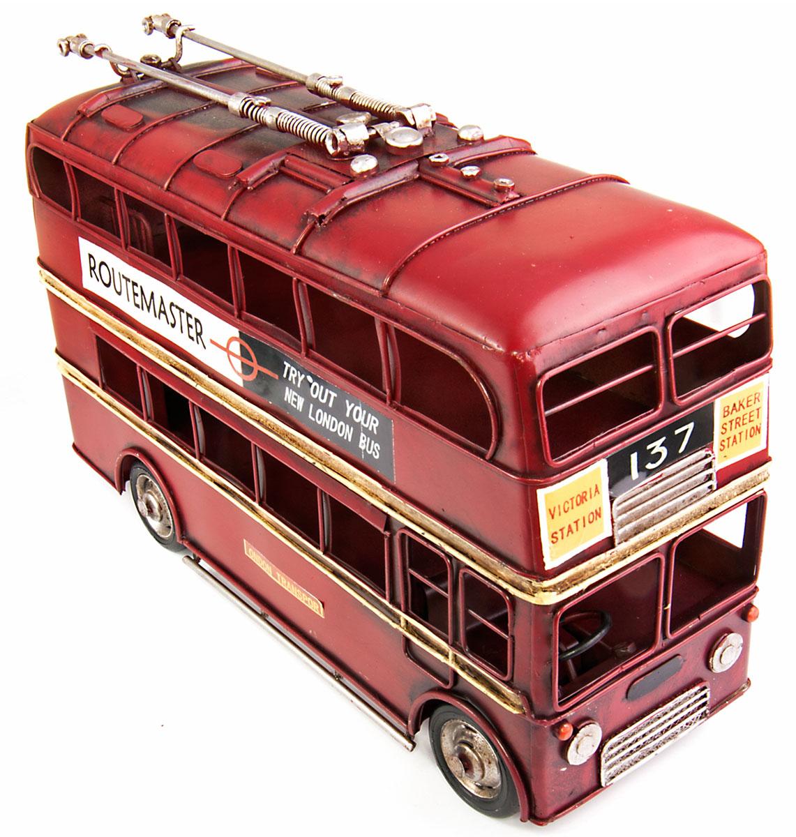 Модель Platinum Лондонский троллейбус. 1410E-44811410E-4481Модель Platinum Лондонский троллейбус, выполненная из металла, станет оригинальным украшением интерьера. Вы можете поставить ретро-модель в любом месте, где она будет удачно смотреться. Качество исполнения, точные детали и оригинальный дизайн выделяют эту модель среди ряда подобных. Модель займет достойное место в вашей коллекции, а также приятно удивит получателя в качестве стильного сувенира.