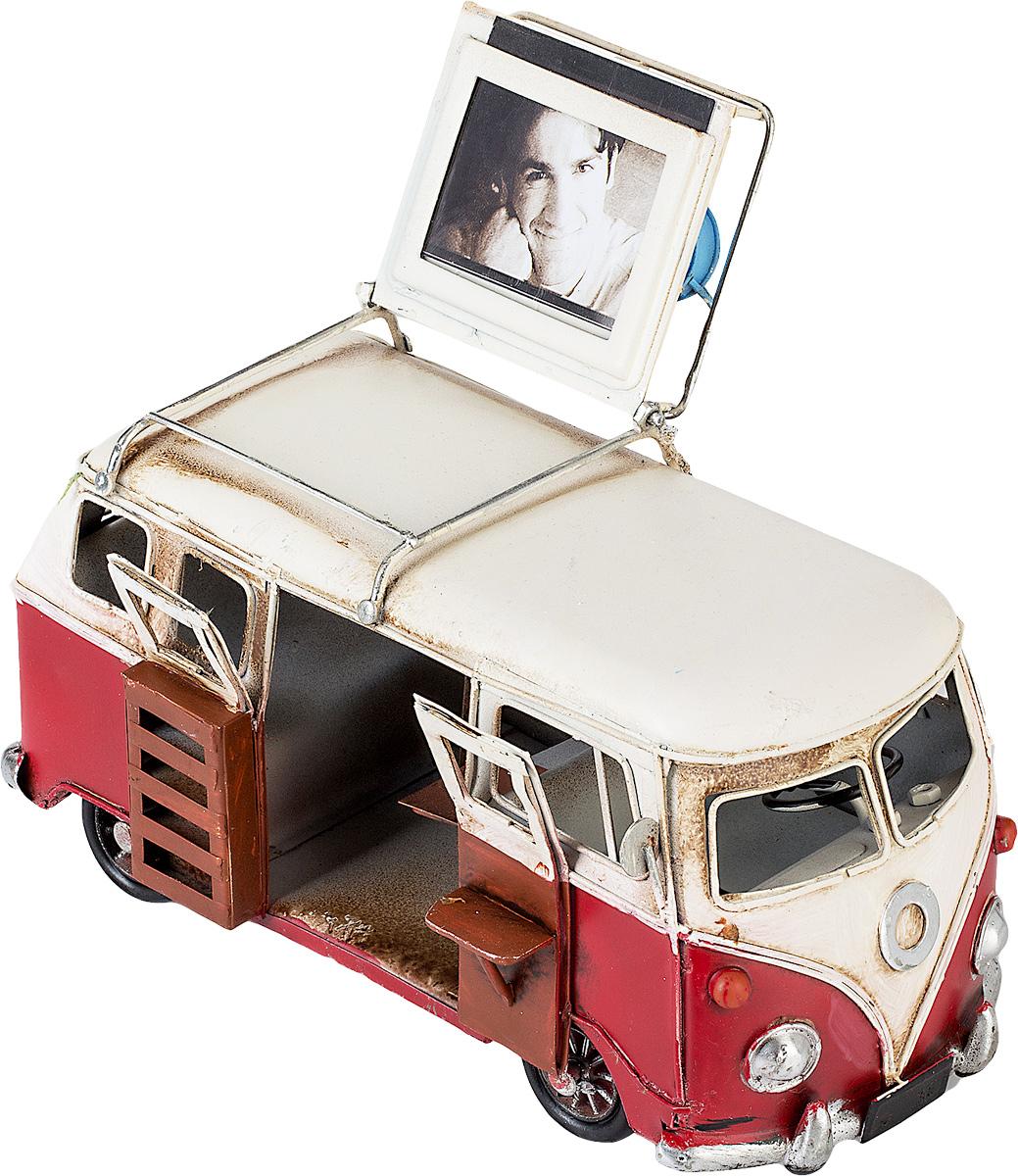 Модель Platinum Автобус, с фоторамкой. 1404E-43551404E-4355Модель Platinum Автобус, выполненная из металла, станет оригинальным украшением вашего интерьера. Вы можете поставить модель автобуса в любом месте, где она будет удачно смотреться. Изделие дополнено фоторамкой, куда вы можете вставить вашу любимую фотографию. Качество исполнения, точные детали и оригинальный дизайн выделяют эту модель среди ряда подобных. Модель займет достойное место в вашей коллекции, а также приятно удивит получателя в качестве стильного сувенира. Размер фотографии: 4 х 5 см.