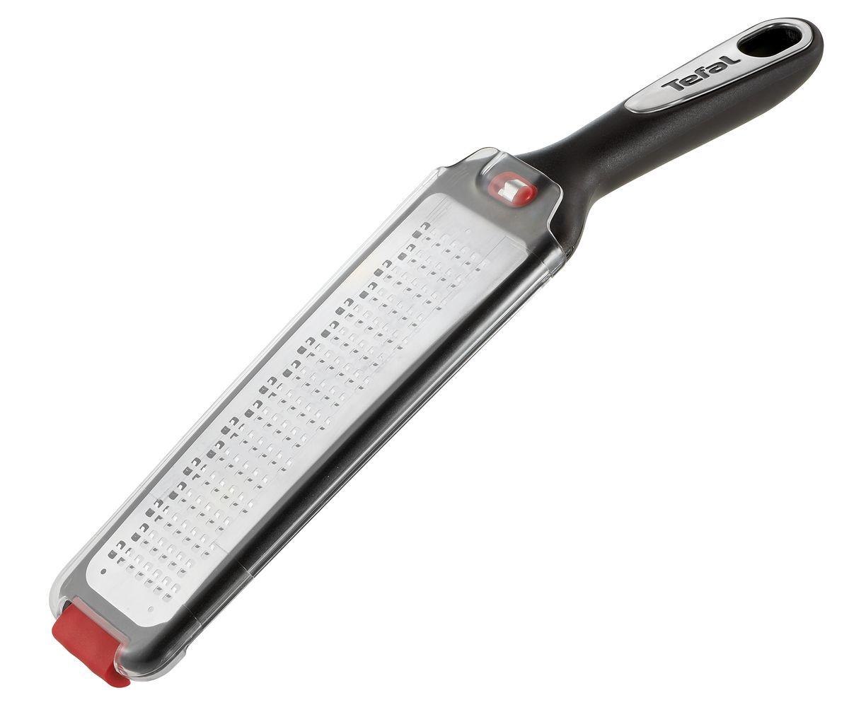 Терка Tefal Ingenio, плоская, с ручкойCM000001328Терка Tefal Ingenio изготовлена из высококачественной нержавеющей стали. Изделие снабжено лезвиями для крупной терки. Благодаря удобной пластиковой ручке терку удобно использовать и приятно держать в руках. На ручке имеется отверстие для подвешивания. В комплект входит держатель для овощей и фруктов.