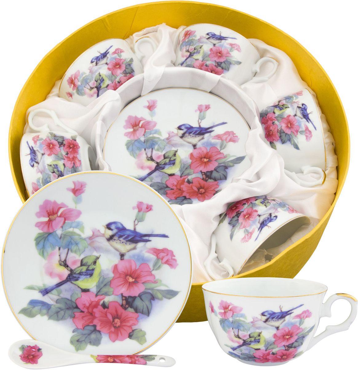 Чайный набор Elan Gallery Синички в шиповнике, с ложкой, 18 предметов180817Набор на 6 персон сделает Ваше чаепитие незабываемым. В комплекте: 6 чашек объемом 250 мл, 6 блюдец, 6 ложек. Изделие имеет подарочную упаковку с шелковой подложкой, поэтому станет желанным подарком для Ваших близких! Модные наборы для чаепития Elan Gallery являются верным выбором для любого гардероба. Внешний вид наборов основательно выверен. Все части аккуратно выбраны и отлично подходят друг к другу.