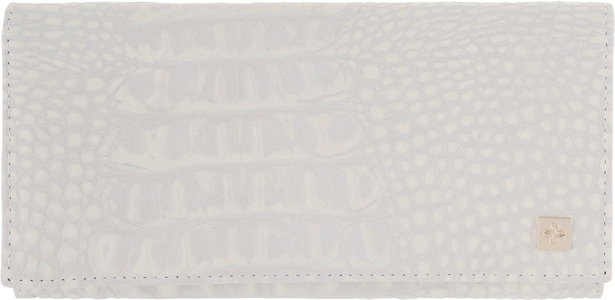 Портмоне женское Dimanche Baileys, цвет: светло-бежевый. 862862Женское портмоне Dimanche Baileys выполнено из натуральной кожи свело-бежевого цвета с тиснением под рептилию, оформлено декоративным металлическим элементом золотистого цвета и закрывается на кнопку. Внутри находятся три отделения для купюр, отделение для мелочи на застежке-молнии, семь кармашков для кредитных карт и визиток, кармашек с пластиковым прозрачным окошком и два длинных дополнительных кармана. На тыльной стороне расположен большой дополнительный карман без застежки. Портмоне Dimanche Baileys станет отличным подарком для человека, ценящего качественные и стильные вещи. Портмоне упаковано в фирменную подарочную коробку.