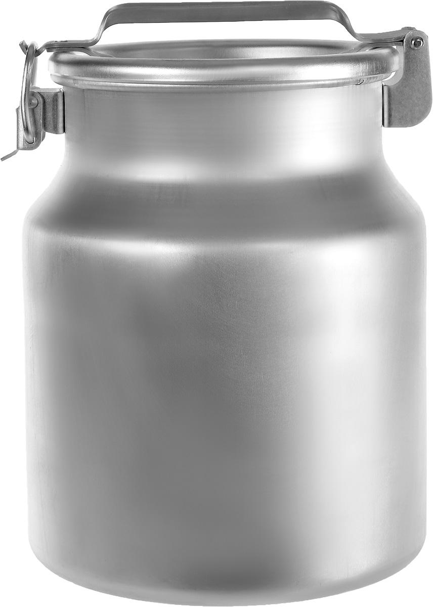 Бидон Scovo, 18 лМТ-060Бидон Scovo, выполненный из высококачественного алюминия, используют для хранения жидкостей, в основном молока, и сыпучих продуктов. Благодаря резиновой прокладке и прочному замку, крышка изделия герметично закрывается. Бидон освещен ручкой для удобной переноски. Объем 18 литров. Диаметр бидона (по верхнему краю): 24 см. Высота бидона (с учетом крышки): 40 см. Высота бидона(без учета крышки): 35 см. Диаметр основания: 28,5 см.