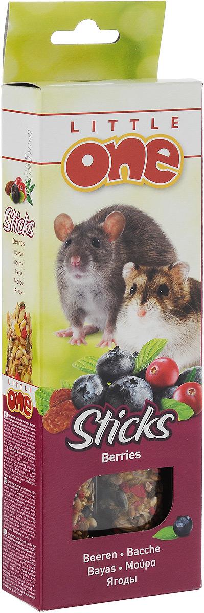 Лакомство для хомяков, крыс, мышей и песчанок Little One Sticks, с ягодами, 2 х 60 г56829Лакомство Little One Sticks с ягодами - это дополнительное питание для хомяков, крыс, мышей и песчанок. В процессе производства палочки запекают в специальных печах особым способом, это обеспечивает превосходный вкус и хрустящую консистенцию. Лакомство имеет буковый стержень, который отлично подходит для стачивания зубов. В комплект входит съемный держатель. Товар сертифицирован.