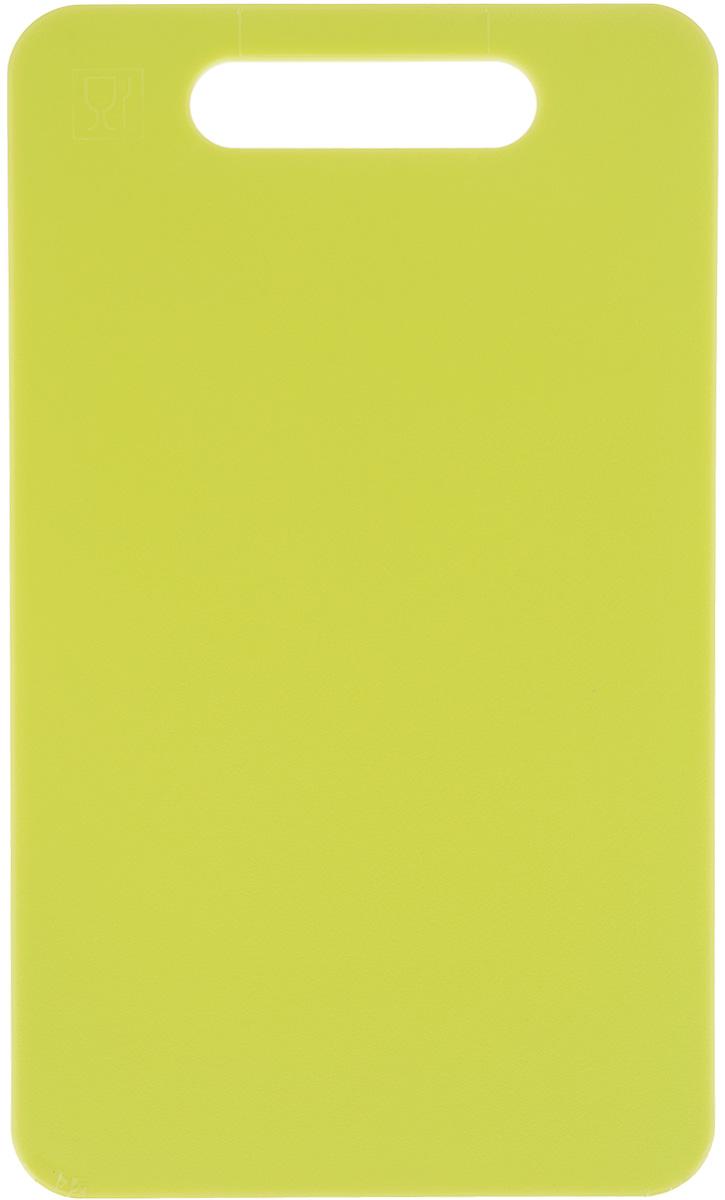 Доска разделочная Zeller, цвет: салатовый, 24 х 14 х 0,4 см26130Доска разделочная Zeller выполнена из прочного пищевого пластика. Идеально подходит для нарезки любых продуктов. Доска не впитывает запах продуктов, имеет антибактериальную поверхность, отличается долгим сроком службы. Ножи не затупляются при использовании. Доска снабжена удобной ручкой. Можно использовать обе стороны доски. Такая доска понравится любой хозяйке и будет отличным помощником на кухне. Можно мыть в посудомоечной машине.