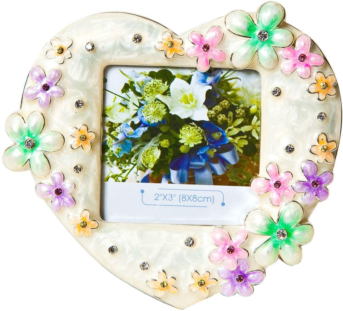 Фоторамка Platinum Цветы, цвет: розовый, 8 х 8 см. PF3274N-3PLATINUM PF3274N-3Декоративная фоторамка Platinum Цветы выполнена из металла в виде сердечка с цветочками. Фоторамка украшена стразами и декоративной глазурью. Изысканная и эффектная, эта потрясающая рамочка покорит своей красотой и изумительным качеством исполнения. Фоторамка подходит для фотографий 8 х 8 см. Общий размер фоторамки: 13,5 х 2 х 12,5 см.
