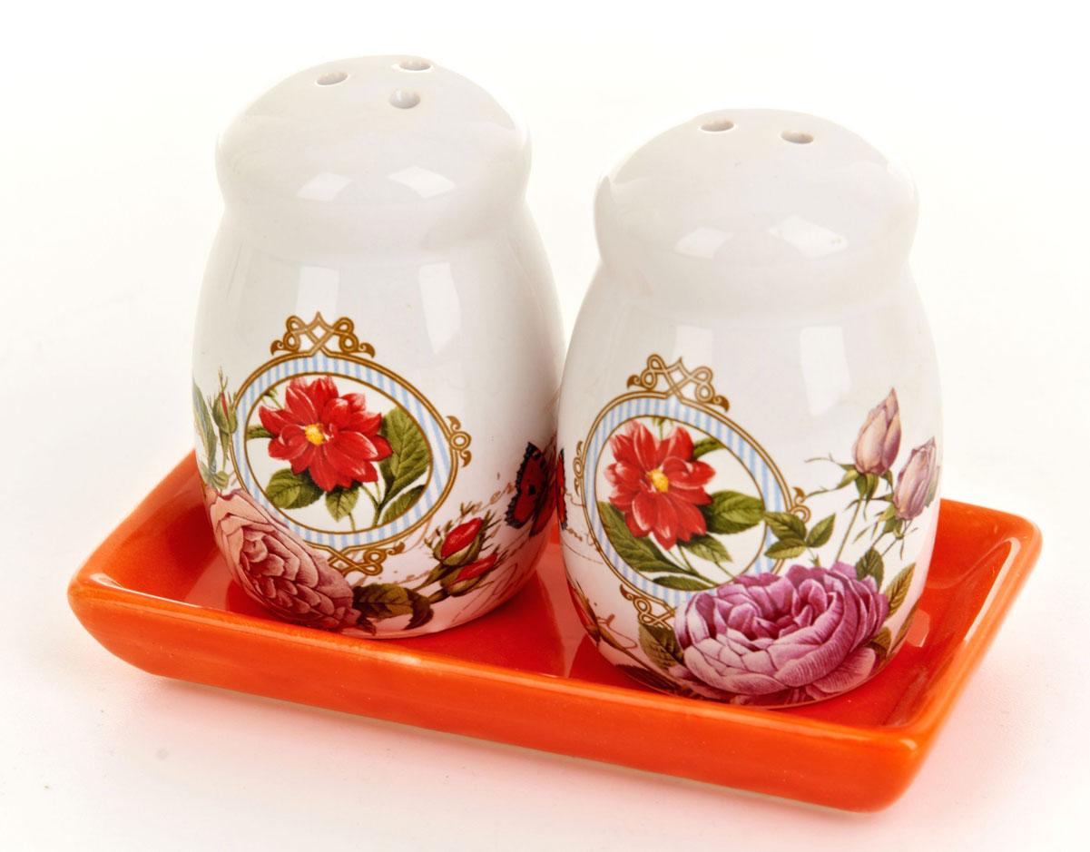 Набор для специй ENS Group Лето в Европе, 3 предметаVT-1520(SR)Набор Лето в Европе для соли и перца, выполненный из керамики, благодаря своим компактным размерам не займет много места на вашей кухне. Солонка и перечница декорированы оригинальным рисунком. В комплекте предусмотрена подставка. Набор для специй Лето в Европе станет отличным подарком каждой хозяйке.