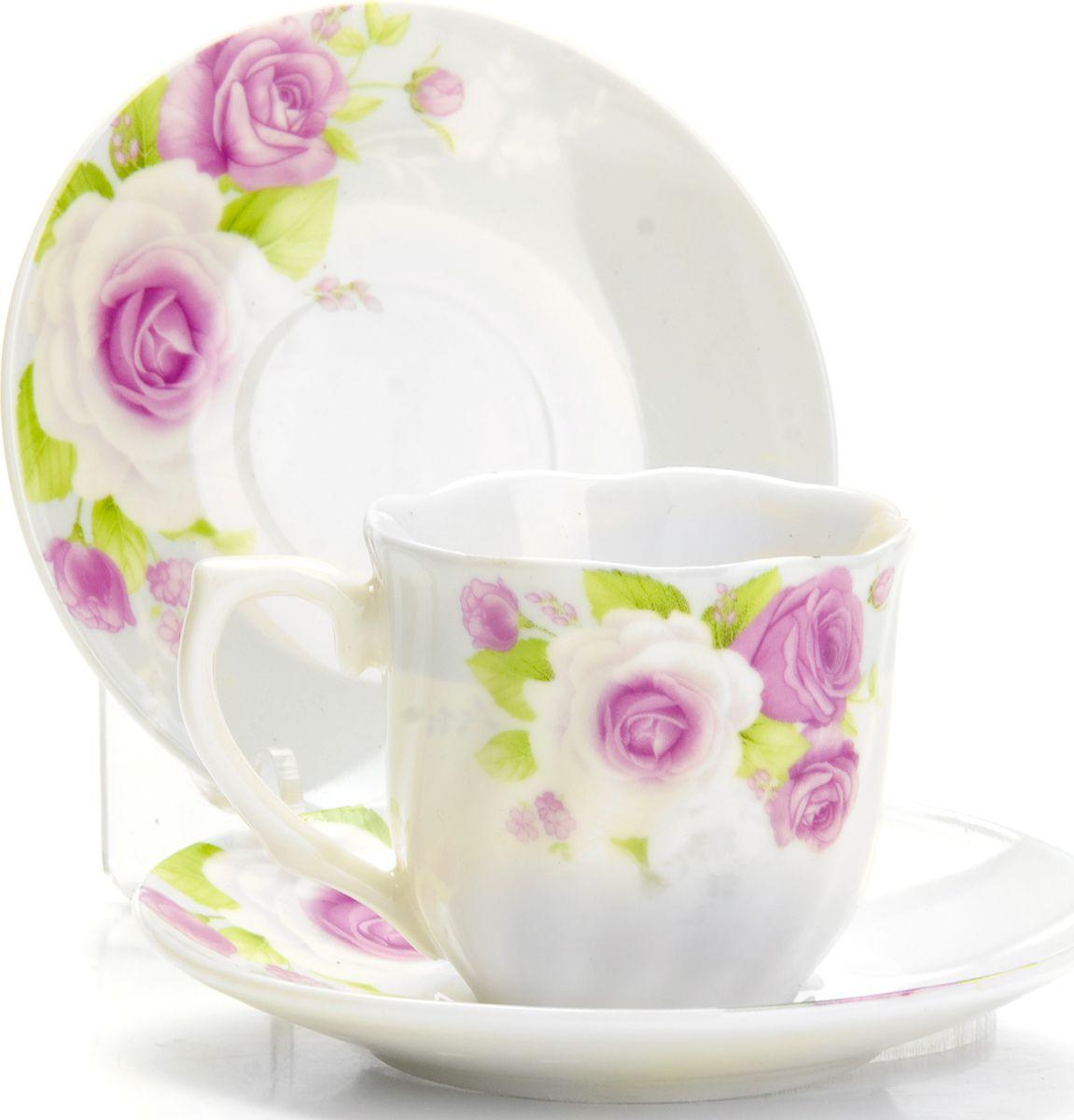 Набор кофейный Loraine, 12 предметов. 43329115510Кофейный сервиз на 6 персон изготовлен из качественного фарфора и оформлен красивым цветочным рисунком. Элегантный и удобный кофейный сервиз не только украсит сервировку стола, но и поднимет настроение и превратит процесс чаепития в одно удовольствие.Сервиз состоит из 12 предметов: шести чашек и шести блюдец, упакованных в подарочную коробку. Чашки имеют удобную, изящную ручку. Изделия легко и просто мыть. Кофейный сервиз прекрасно подойдет в качестве подарка для родных и друзей на любой праздник!Диаметр чашки: 6 см.Высота чашки: 5,5 см.Объем чашки: 80 мл.Диаметр блюдца: 11 см.