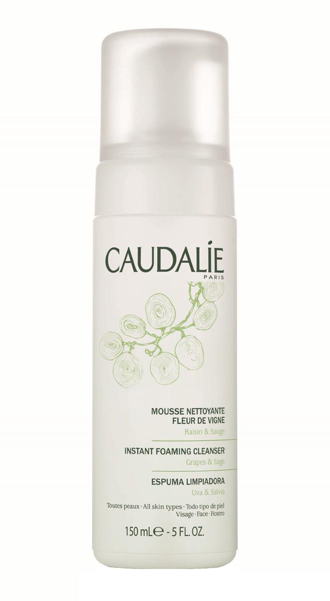 Caudalie Очищающий мусс Fleur De Vigne Cleanser & Toners, 150 млБ63002Прозрачный лосьон Caudalie превращается в легкий мусс, чтобы подарить вам удовольствие от умывания. Мусс не содержит мыла, состоит из очищающей нежной основы натурального происхождения, не нарушает естественный баланс кожи и дарит ей чувство комфорта. Мягко очищенная от загрязнений, кожа становится свежей, нежной и ухоженной. Формула мусса на 98,7% состоит из ингредиентов натурального происхождения. Основные компоненты: экстракт красного винограда, экстракт шалфея, растительный глицерин. Характеристики:Объем: 150 мл. Артикул: 140. Производитель: Франция. Товар сертифицирован.