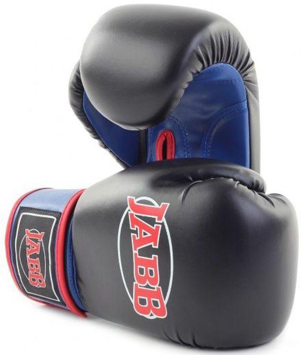 Перчатки боксерские Jabb JE-2015, цвет: черный, синий, 10 oz310996Застежка: Эластичный манжет на липучке Velcro Материал: искусственная кожа Наполнитель: ударопоглощающая высокотехнологичная формованная IMF пена Внутренний материал: водоотталкивающий трикотаж Рекомендованы: для начинающих спортсменов