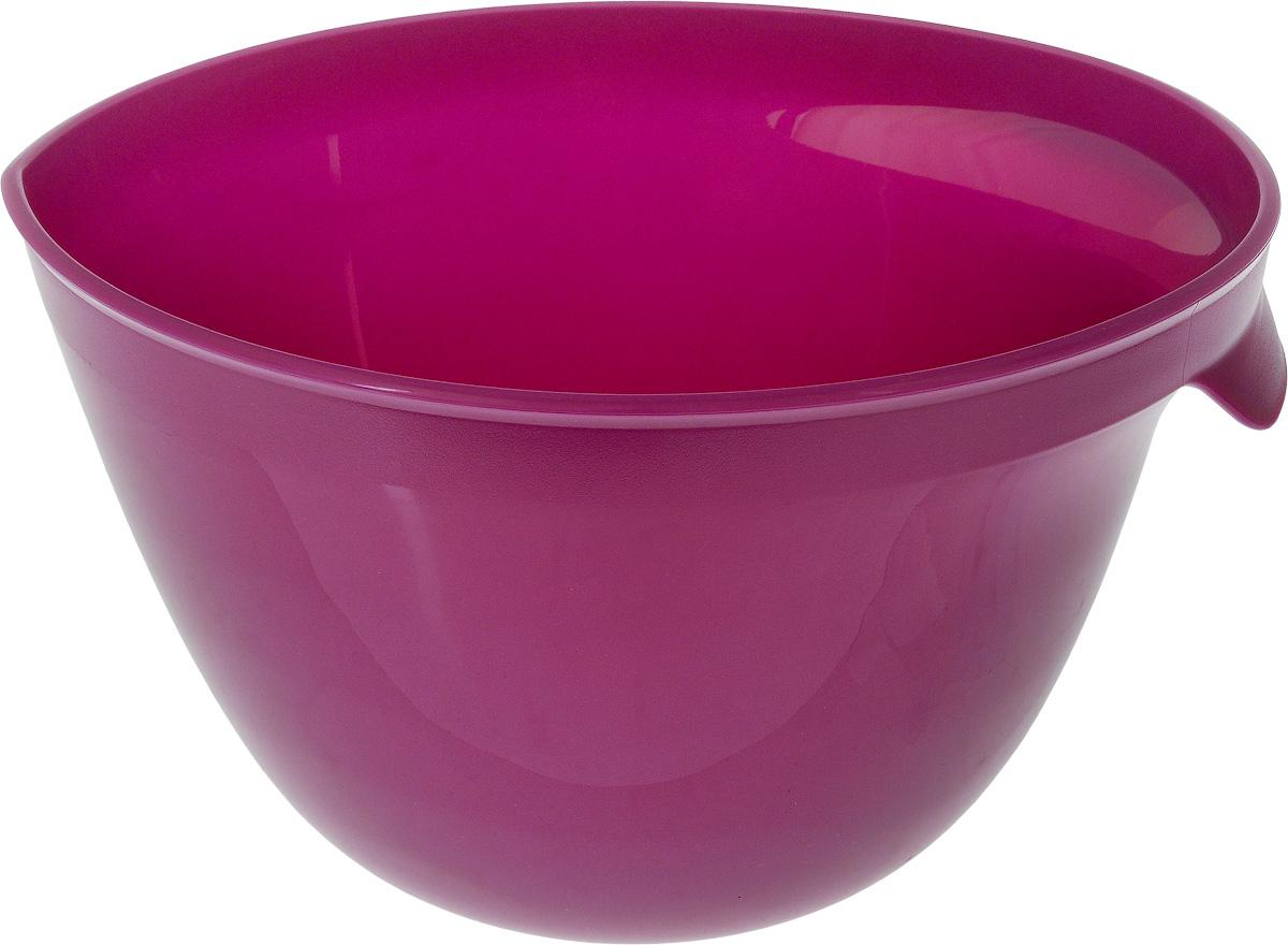 Миска для миксера Curver Essentials, цвет: фиолетовый, 3,5 лVT-1520(SR)Миска для миксера Curver Essentials изготовлена из прочного пищевого пластика, имеет круглую форму. Благодаря высоким стенкам и удобной ручке в такой миске очень удобно смешивать продукты миксером. Носик поможет аккуратно вылить жидкость. Прорезиненное основание предотвращает скольжение миски по столу. Такая миска пригодится в любом хозяйстве, ее также можно использовать для хранения и сервировки различных пищевых продуктов. Можно мыть в посудомоечной машине.Объем: 3,5 л. Диаметр по верхнему краю: 23 см. Высота стенки: 15 см.