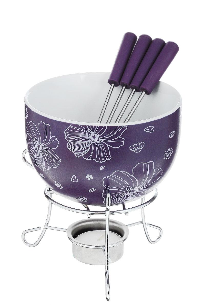 Набор для фондю Fissman Mini, цвет: фиолетовый, 8 предметовFD-6306.6Набор для фондю Fissman Mini состоит из чаши, подставки с подсвечником и 4 вилочек. Чаша изготовлена из глазурованной керамики и декорирована цветочным рисунком. В центре подставки устанавливается свеча-таблетка (входит в комплект), сверху ставится чаша. В наборе имеется 4 вилочки с пластиковыми ручками. В чашечке растапливается шоколад, на вилочки насаживается зефир или фрукты - и вот нехитрый, но очень привлекательный способ украсить вечер в компании самых дорогих и любимых. Диаметр чаши (по верхнему краю): 11,5 см. Высота чаши: 7 см. Высота подставки: 8,5 см. Диаметр отверстия для свечи: 4 см. Длина вилочки: 15 см.
