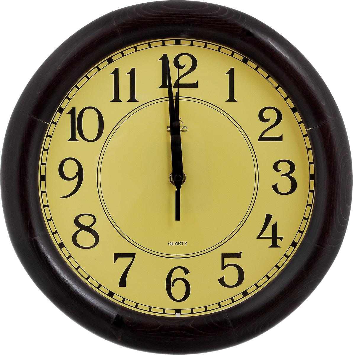 Часы настенные Вега Классика, цвет: темно-коричневый, желтый, диаметр 30 смД1МД/7-227Настенные кварцевые часы Вега Классика, изготовленные из дерева, прекрасно впишутся в интерьер вашего дома. Часы имеют три стрелки: часовую, минутную и секундную, циферблат защищен прозрачным стеклом. Часы работают от 1 батарейки типа АА напряжением 1,5 В (не входит в комплект). Диаметр часов: 30 см.