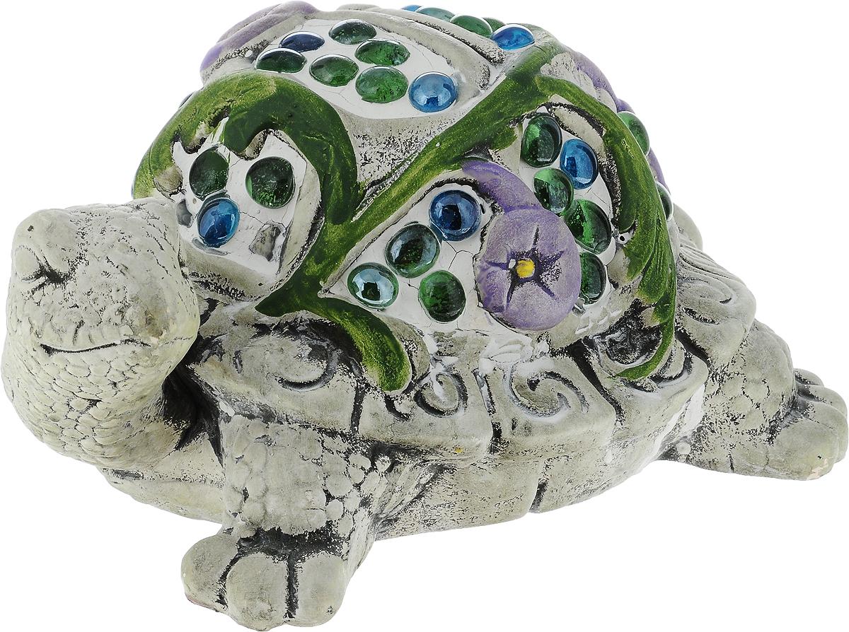 Фигурка декоративная Лилло Черепаха, цвет: серый, зеленый, фиолетовый, высота 12 смFLY01144Декоративная фигурка Лилло Черепаха станет необычным аксессуаром для вашего интерьера и создаст незабываемую атмосферу. Фигурка изготовлена из керамики в виде черепахи и украшена искусственными камнями. Эта очаровательная вещь послужит отличным подарком близкому человеку, родственнику или другу, а также подарит приятные мгновения и окунет вас в лучшие воспоминания.