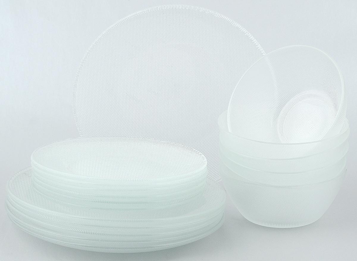 Набор столовой посуды Wellberg Florence, 18 предметов50470WBНабор столовой посуды Wellberg Florence - это не только полезный подарок для родных и близких, а также великолепное дизайнерское решение для вашей кухни или столовой. Набор состоит из шести обеденных тарелок, шести десертных тарелок и шести салатников. Внешняя сторона изделий оформлена оригинальной рельефной поверхностью. Можно мыть в посудомоечной машине и использовать в микроволновой печи. Диаметр обеденной тарелки (по верхнему краю): 25 см. Высота обеденной тарелки: 2 см. Диаметр десертной тарелки (по верхнему краю): 19,7 см. Высота десертной тарелки: 1,7 см. Диаметр салатника (по верхнему краю): 15 см. Высота салатника: 6 см.